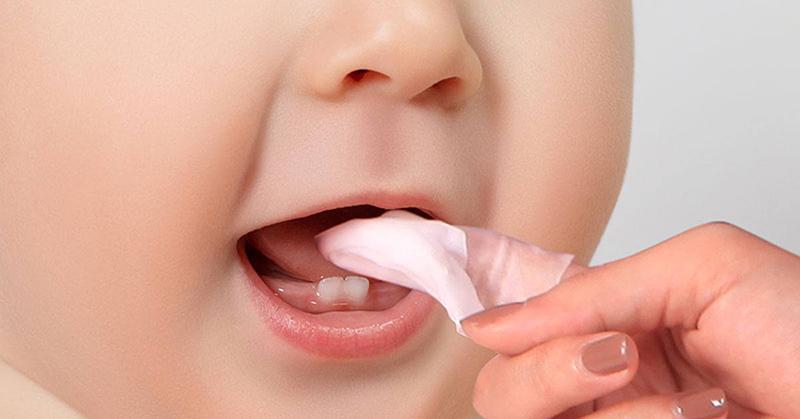 Rơ lưỡi thường xuyên cho bé