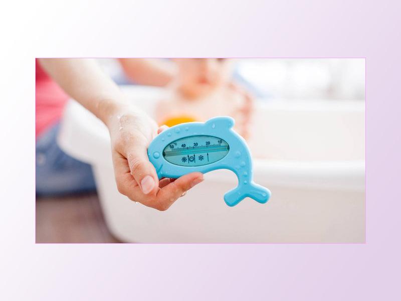 Cách kiểm tra nhiệt độ nước tắm cho bé