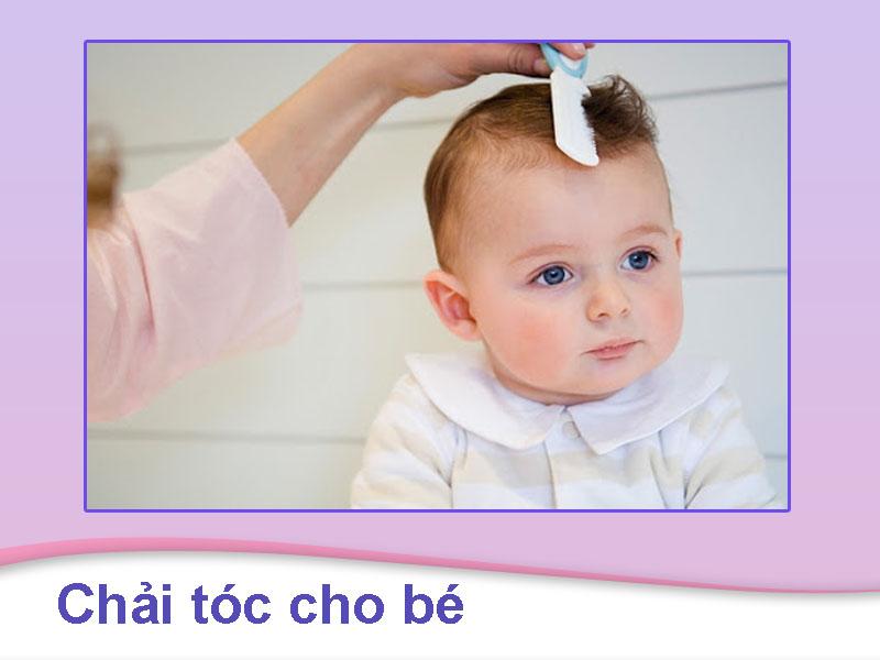 Chải tóc cho bé