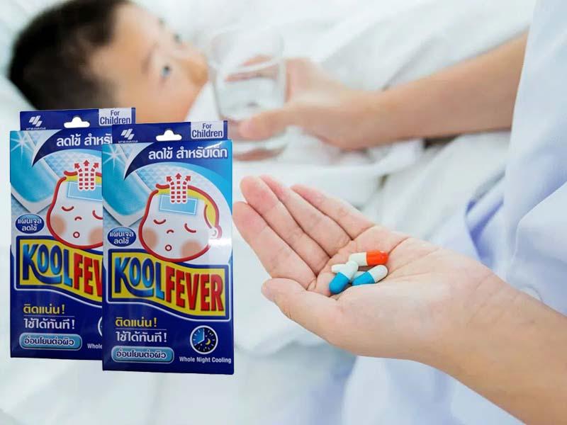 Tùy vào tình trạng sốt của trẻ mà có phối hợp sử dụng miếng dán và thuốc
